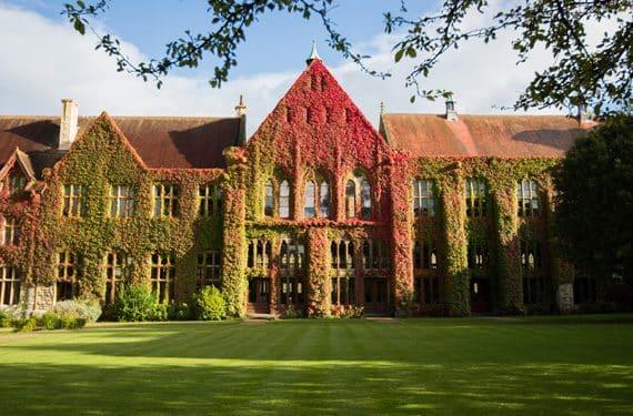 Anlage mit Wiese Cheltenham Ladies College UK Sprachreise