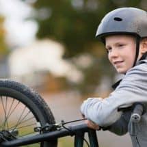 Junge-mit-Fahrrad-MTB-Winterberg