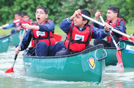 Kanufahren-auf-der-Sprachreise-Adventure-Camp-Boreattan-Park