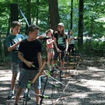 Sport- und ActionCamp Haltern Kinder beim Bogenschiessen