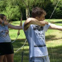 Sport- und ActionCamp Wegscheide Kinder beim Bogenschießen