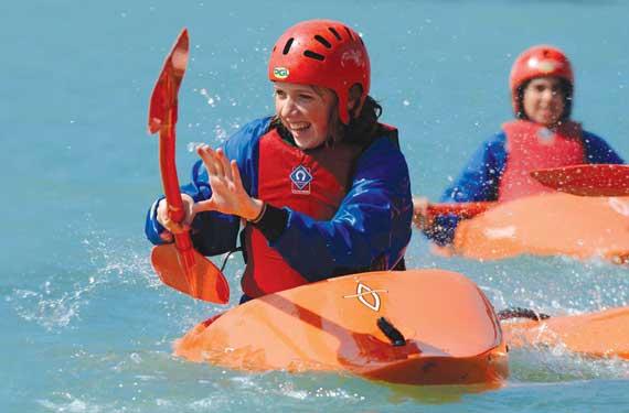 Sprachreise Adventure Camp Little Canada Mädchen im Kayak