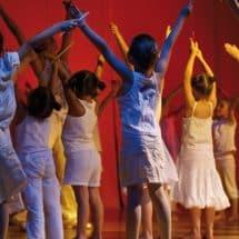 Teilnehmer proben in einem Oskar-Theater- und TanzCamp