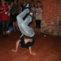 Junger Breakdancer in einem Oskar-Theater- und TanzCamp