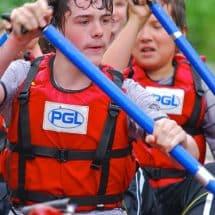 Kanutour mit Teilnehmern des Adventure Camp Windmill Hill in England
