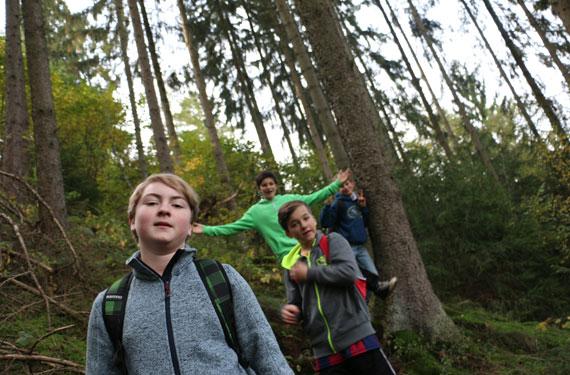 Waldwanderung im Abenteuer- und ActionCamp Freusburg