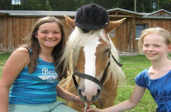 Meist teilen sich zwei Reiter ein Pferd in den Reiterferien Berlin