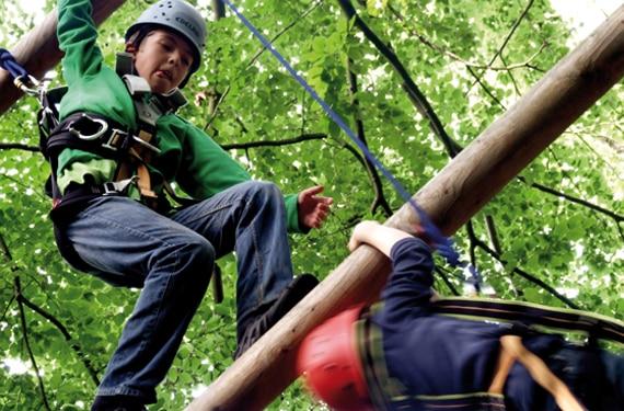 Auf der Riesenleiter im AbenteuerCamp
