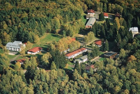 Luftbild Landschulheim Wegscheide in dem ein FussballCamp, Theater- und TanzCamp stattfindet