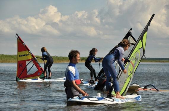 SurfCamp Born - Erste Stehversuche auf dem Board