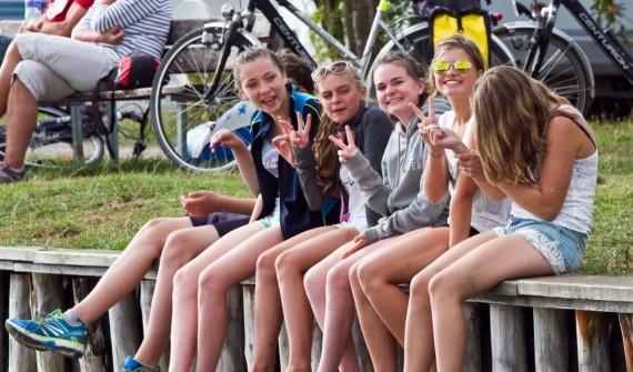 Mädchengruppe am Hafen im Oskar-Beach, Sport- und ActionCamp Born