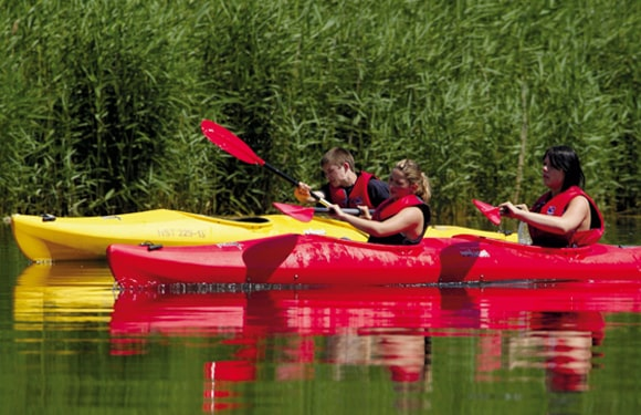 Wassersportaktivitäten im Oskar-Beach, Sport- und KreativCamp Majuwi