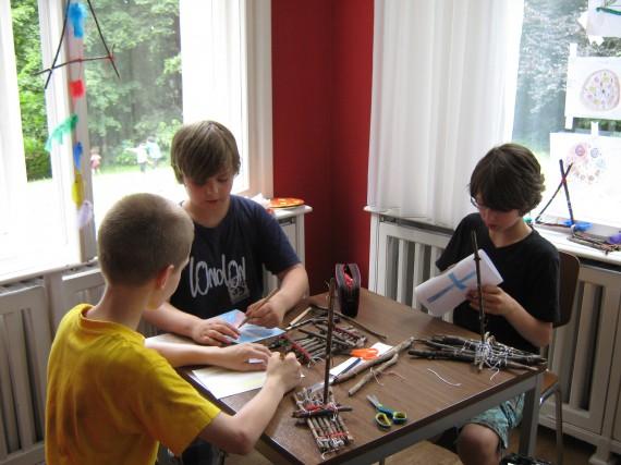 Abwechslung beim Modellbootbau in einem Oskar-FussballCamp