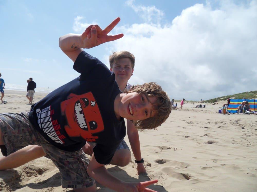 Schüler am Strand auf Schülersprachreise Hastings