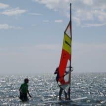 Surfschüler und Surflehrer im Wassersport+ActionCamp Sorpesee